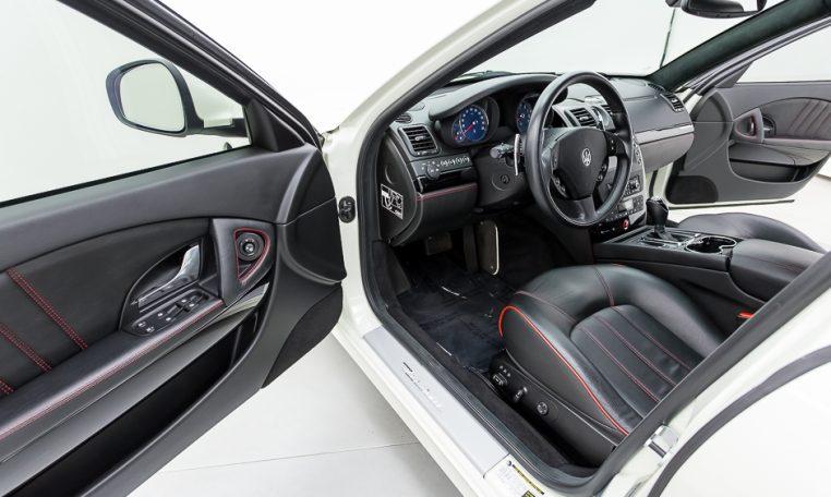 2012 Maserati Quattroporte Sport driver seating area picture