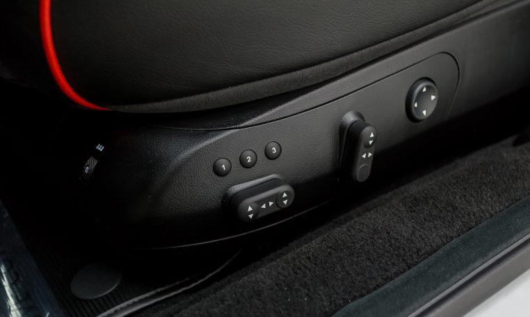 2012 Maserati Quattroporte Sport driver seat controls picture