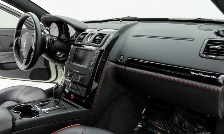 2012 Maserati Quattroporte Sport passenger side dash area picture