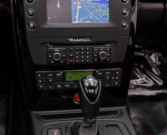 2012 Maserati Quattroporte Sport center console and controls picture